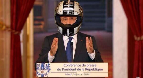 Hollande-col-casco