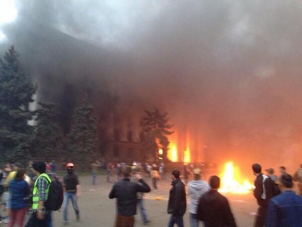 nazisti incendiano